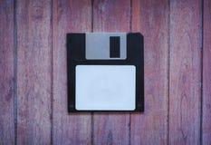 Antykwarskie dyskietki na brązu drewnianym tle fotografia stock