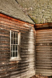 Antykwarskiego domu wiejskiego Clapboard i okno Stary Popierać kogoś Fotografia Stock
