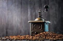 Antykwarskiego rocznika retro brązowy kawowy młyn Obraz Stock