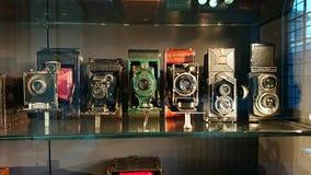 Antykwarskiej kamery szelfowy pokaz obrazy royalty free