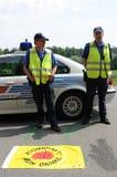 Antynuklearnej władzy protestujący w Szwajcaria wysyła wiadomość policja zdjęcia royalty free