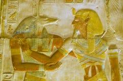 Anubis en de gravure van Pharoah Seti Stock Foto