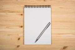 Anule o bloco de notas com pena Foto de Stock