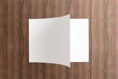 Anule o catálogo aberto no fundo de madeira Imagem de Stock Royalty Free