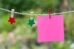 Anule páginas esquadradas do bloco de notas e o clipe de papel Papel de nota colado Imagens de Stock Royalty Free