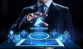 Anunciando o conceito de mercado do negócio do crescimento das vendas na tela imagem de stock royalty free