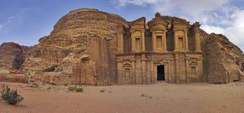 Anuncio-Deir en el Petra, Jordania del monasterio. Fotografía de archivo