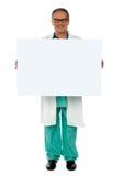 Anuncio profesional médico mayor de la bandera que visualiza fotos de archivo