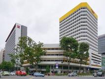 Anuncios publicitarios que emplean la esquina en la ciudad de Singapur Imagenes de archivo