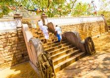Anuradhapura Jaya Sri Maha Bodhi Moonstone ludzie Zdjęcia Stock