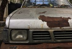 Använd bil med rostig yttersida royaltyfria bilder
