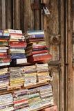 Använd bokhylla i stenstaden, Zanzibar, Tanzania Arkivfoto