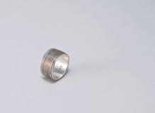 Använd och patinated silvercirkel Arkivbilder