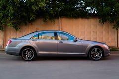 Använd ställning för Mercedes-Benz S-grupp S350 lång (W221) bil på en stree Fotografering för Bildbyråer