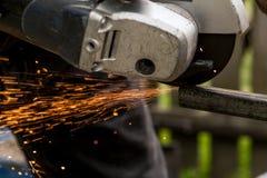 Använda av maskinen för malande metallslut upp Royaltyfri Bild