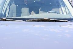 Använda bilar, med delar som har defekter eller är rostiga royaltyfri foto