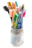 använda färgrika tandborstar Arkivfoto