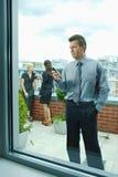 använda för telefon för affärsman mobilt royaltyfri bild