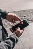 använda för telefon för affärsman mobilt Fotografering för Bildbyråer