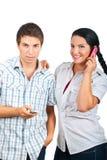använda för telefoner för par lyckligt mobilt Royaltyfri Foto