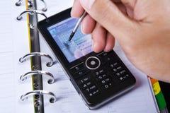 använda för touch för nål för skärm för celltelefon Fotografering för Bildbyråer