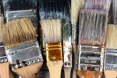 Använda målarfärgborstar Royaltyfri Bild