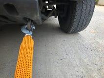 Används nöd- utrustning för bilrepet, när medlet är brutet eller inte kan flytta sig arkivbilder