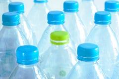 Använt plast- bevattnar buteljerar royaltyfria foton