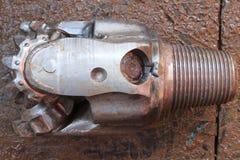 Använt vagga (Tri-kotten) biten för borrande för fossila bränslenbrunn royaltyfri bild