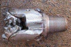 Använt vagga (Tri-kotten) biten för borrande för fossila bränslenbrunn fotografering för bildbyråer