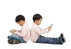 använda för pekskärm för pojkePCtablet Fotografering för Bildbyråer