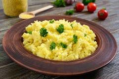 Anv?ndbar hirshavregr?t i en lerabunke Lenten meny Strikt vegetariandisk royaltyfria bilder