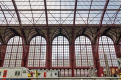 Anversa, Belgio - 11 maggio 2015: La gente nella stazione centrale di Anversa Fotografie Stock Libere da Diritti