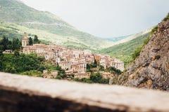 Anversa degli Abruzzi - höglands- stad i Italien Arkivfoto
