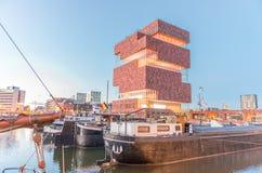 ANVERSA - 3 MAGGIO: Museo de Stroom aan (MAS) lungo il fiume Sche Immagini Stock Libere da Diritti