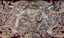 Anversa - sollievo barrocco del metallo della scena di natività sull'altare nella cattedrale della nostra signora Immagini Stock