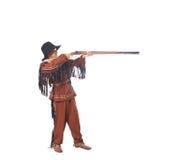 Anvisieren des jungen Mannes in einem Gewehr des schwarzen Puders lizenzfreie stockfotos