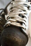 använda skridskor för closeuphockeyis Royaltyfri Fotografi