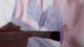 Anwenden der Farbe auf Segeltuch stock footage