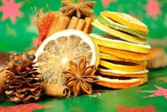anyżowego cynamonu wysuszeni pomarańcz gwiazd kije Obrazy Stock