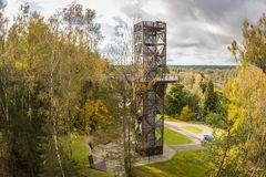 ANYKSCIAI, LITAUEN - oktober, 2017: LAJU-TAKA Treetop-Gehweg Stockfotografie