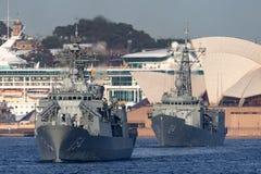Anzac-klassefregatte HMAS Parramatta FFH 154 der k?niglichen australischen Marine in Sydney Harbor lizenzfreie stockfotos