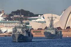 Anzac-klassefregatte HMAS Parramatta FFH 154 der k?niglichen australischen Marine in Sydney Harbor lizenzfreie stockbilder