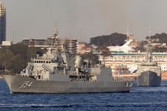 Anzac-klassefregatte HMAS Parramatta FFH 154 der k?niglichen australischen Marine in Sydney Harbor lizenzfreies stockbild
