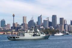 Anzac-klassefregatte HMAS Parramatta FFH 154 der k?niglichen australischen Marine in Sydney Harbor stockfotos