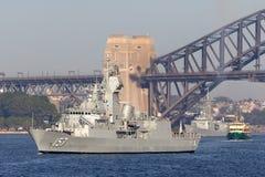 Anzac-klassefregatte HMAS Perth FFH 157 der k?niglichen australischen Marine in Sydney Harbor lizenzfreies stockfoto