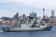 Anzac-klassefregatte HMAS Perth FFH 157 der k?niglichen australischen Marine in Sydney Harbor stockbilder
