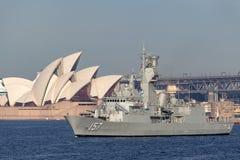 Anzac-klassefregatte HMAS Perth FFH 157 der k?niglichen australischen Marine in Sydney Harbor stockfotografie