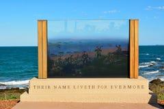 Anzac Memorial bij strandvoorzijde in Emoepark, Queensland, Australië stock foto