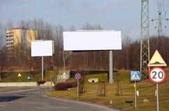 Anzeige bilboard in einer Stadt Lizenzfreie Stockfotos